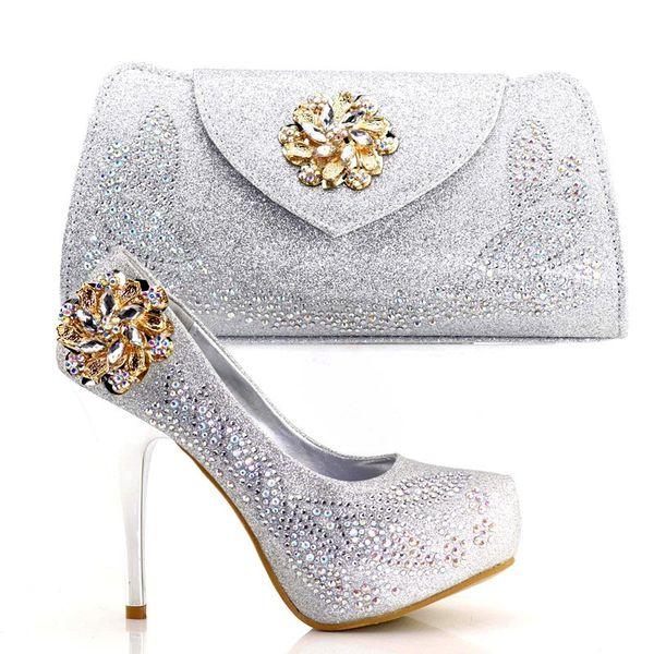 Los nuevos zapatos y el bolso del tacón de plata 2018 más nuevos fijaron los zapatos italianos elegantes con los bolsos a juego fijados para los bolsos de boda del partido