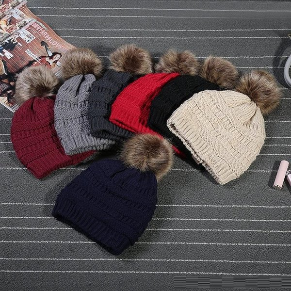 Newest unisex Trendy Hats Winter Knitted Fur Poms Beanie Label Luxury Cable Slouchy Skull Caps Leisure Beanies Fedora Outdoor Hats