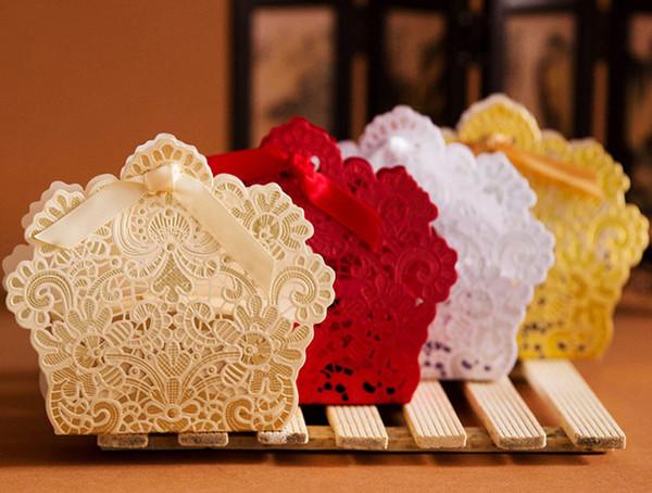 100 adet Ücretsiz Kargo Kırmızı / Beyaz / Altın Lazer Kesim Düğün Favor Kutuları Düğün Şeker Kutusu Casamento Iyilik ve Hediyeler