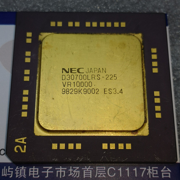 D30700LRS-225 , VR10000 , ES3.4 / Vintage Microprocessor . Old Chips Collection Collectible . UPD30700LRS . CBGA Gold Ceramic Package ICs