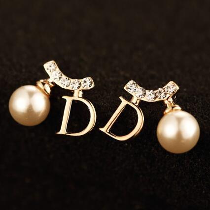 2016 Nueva Moda Perla Stud Pendientes para Las Mujeres de Cristal de Corea Letra D Forma Pendientes Accesorios de la joyería