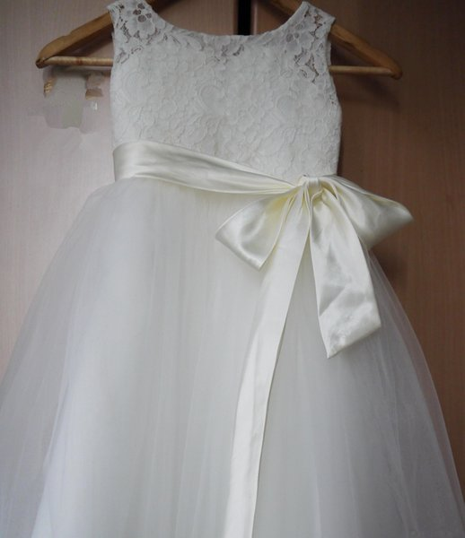 Cheap High Quality White/Ivory Flower Girl Dress Little Baby Gill Princess Dress Wear for Wedding Party First Communion Dress with Sash