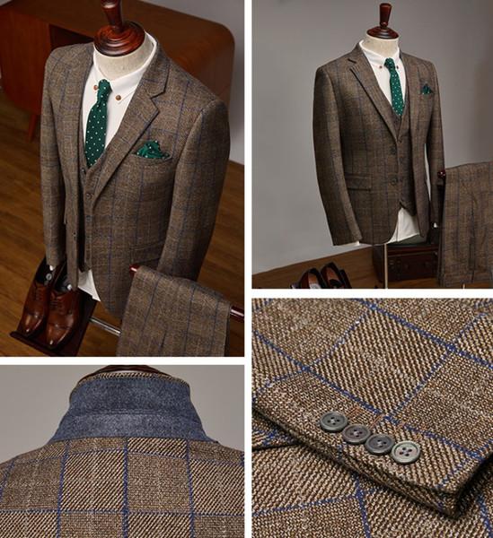 Estilo de Inglaterra Otoño Invierno Hombres Trajes cálidos Color Caqui oscuro Tela Damier Damier Tres piezas (Blazer + Pant + Vest) Trajes de novio