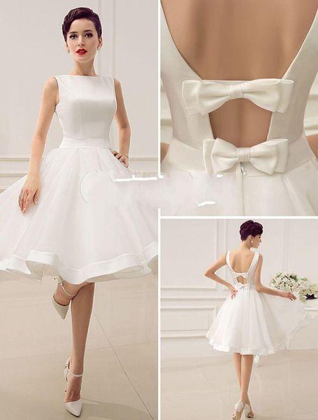Vestidos de novia cortos de la década de 1950 hasta la rodilla Bateau Escote Sin respaldo Pequeño vestido blanco Vestidos de novia de playa de estilo veraniego Vestido con lazo