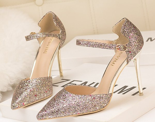 2018 new fashion European and American Style Sexy high heel shoes with high heels and shallow tongs.