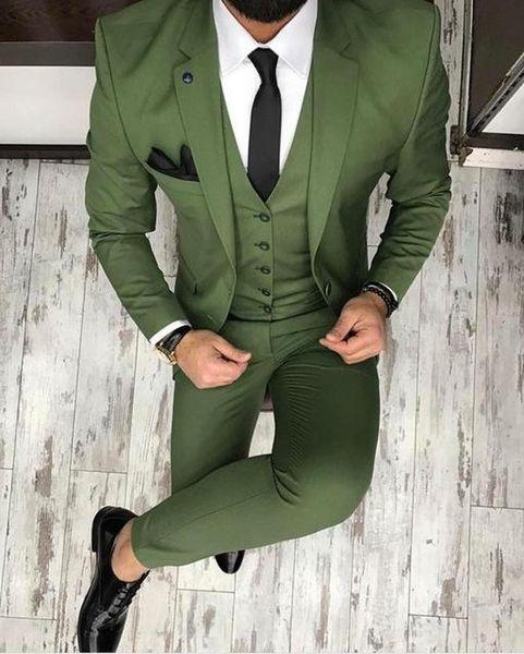 Smoking da sposa verde oliva Oliver 2019 Abiti da sposo Groomsmen Uomo migliore per i completi da uomo giovane (giacca + pantaloni + papillon) Fatto su misura Taglie forti