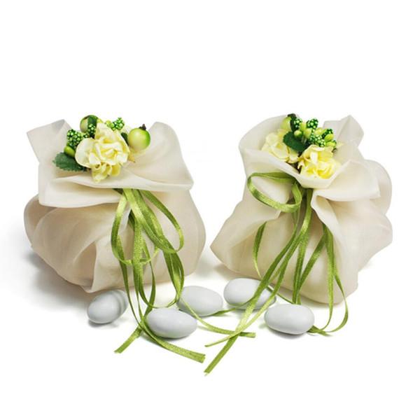 30pcs 우아하고 낭만주의 사탕 상자 아이보리 색 직물 절묘한 꽃 낭만주의 결혼식 사탕 상자 선물 상자 사탕 상자