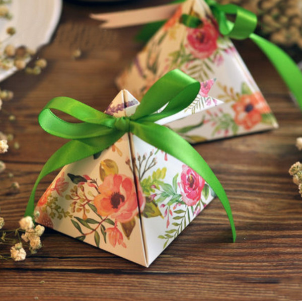 50 pcs New Arrival Pink / Purple / Green Gift Box Bowknot Ribbon Triangular Pyramid Wedding Favors Candy Boxes Party Supplies