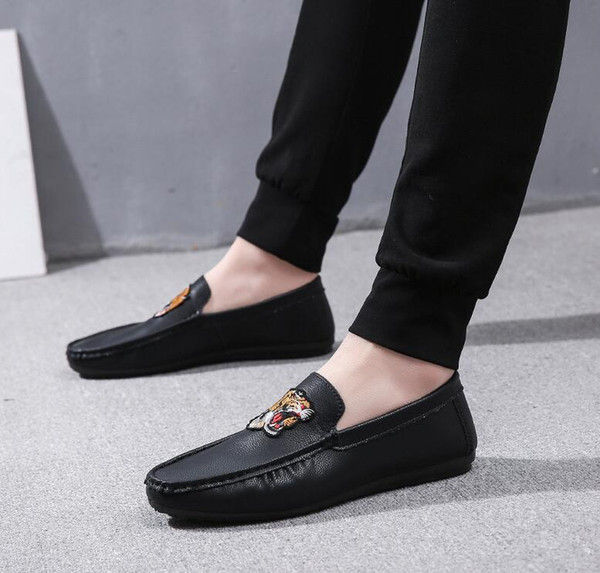 Spring New Embroidered Shoes Men'S Driving Loafers PU Leather Single Flats A Pedal Lazy Shoes Casual Breathable Retro Boat Shoes Men Sneakers Online