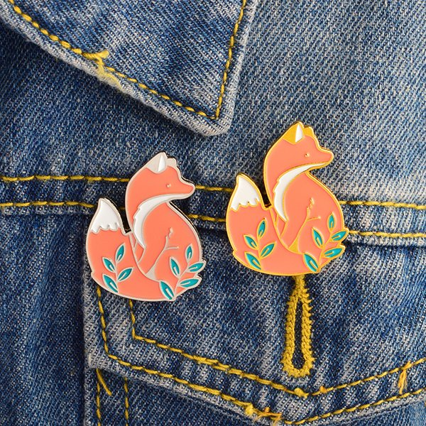 Miss Zoe Gold silver Red fox in grass Brooch Denim Jacket Pins Buckle Shirt Badge Cartoon animal jewelry Gift for kids friends