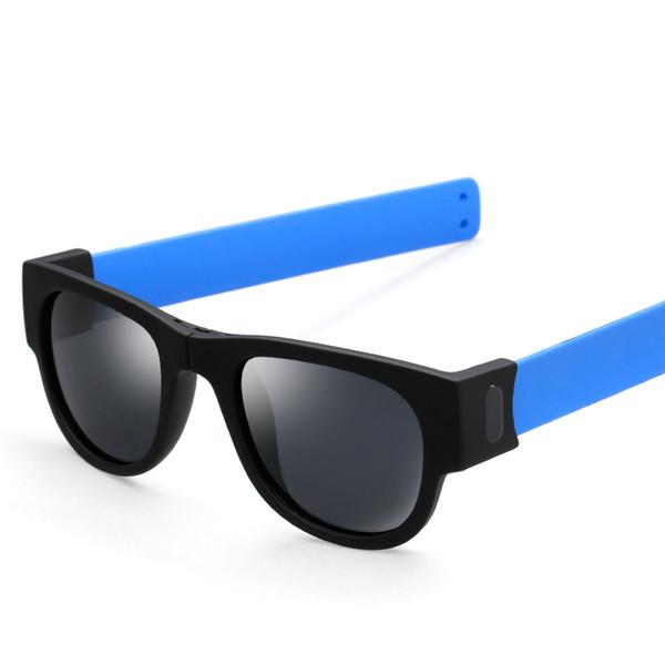 Pie azul / negro