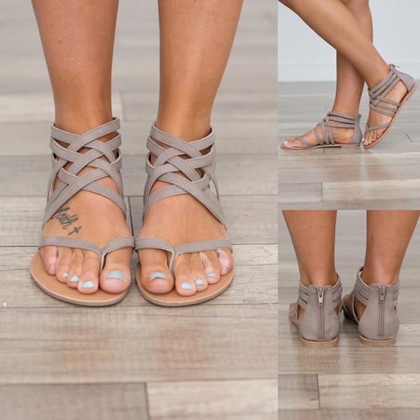 Venta al por mayor talón plano Clip Toe ahueca hacia fuera el tobillo romano Sandalias Flip Flops Tacones gruesos Zapatos de playa sandalias