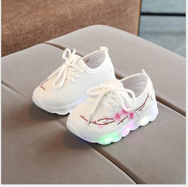 Spring and autumn embroidered lights boys and girls shine white shoes LED flash Korean version children's shoes leisure sports kids sho
