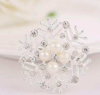 New arrival women fashion jewelry alloy snow flower pearl wedding diamond Brooch party lover Christmas gift