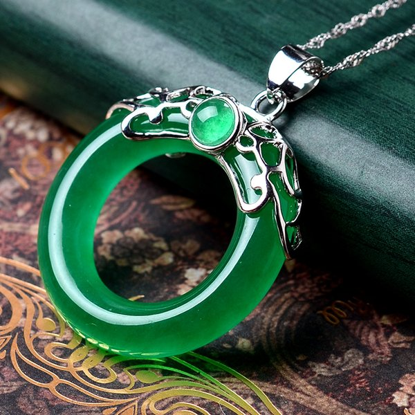 Silver Pendant, fashion jewelry, agate necklace, green chalcedony, safety buttons, and accessories.