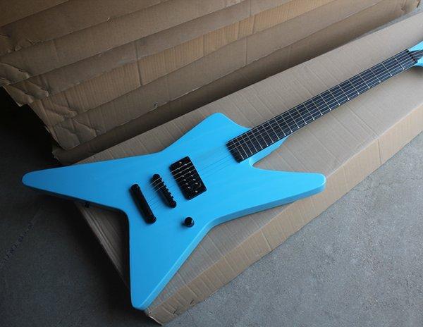 Corps de forme inhabituelle de guitare électrique bleu personnalisé avec une usine, 1 ramassage, matériel noir, sans incrustation de frette, offre personnalisée
