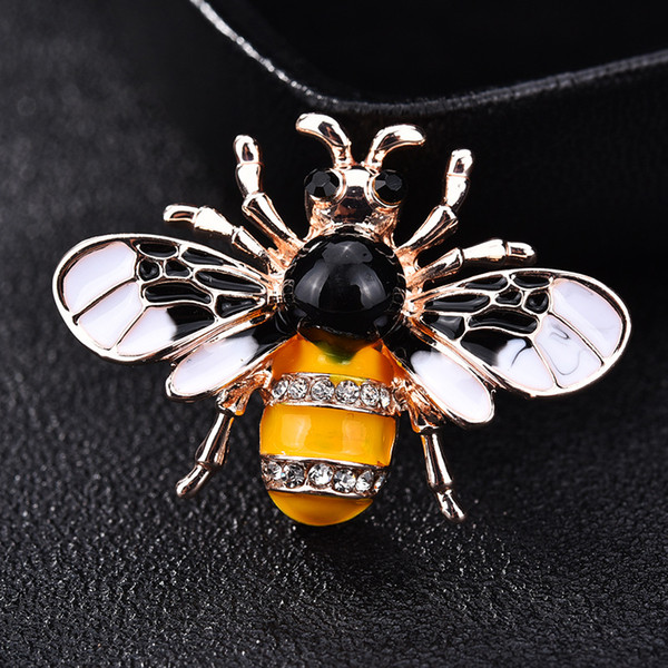 Fashionable new wasp bee brooch female Korean version of bee pin shawl coat simple accessories clothing hot