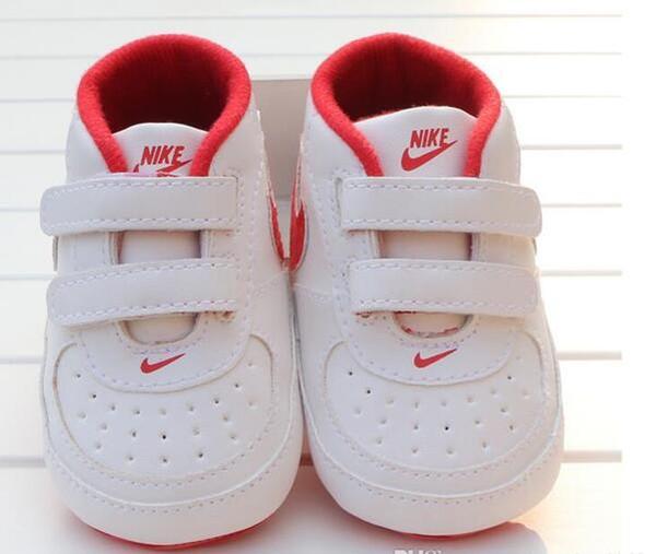 Bebek Ayakkabı Yenidoğan Erkekler Kızlar Kalp Yıldız Desenli Birinci Yürüyenler Çocuklar Bebekler Lace Up PU Sneakers 0-18 Ay Hediye