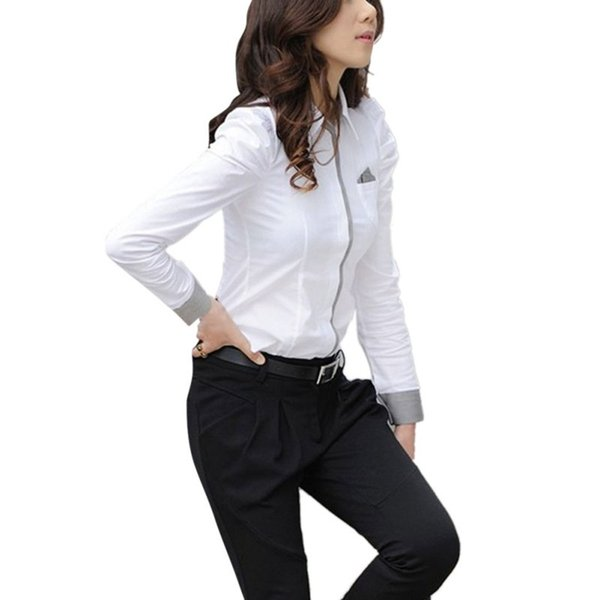 Сексуальная белая блузка девушки