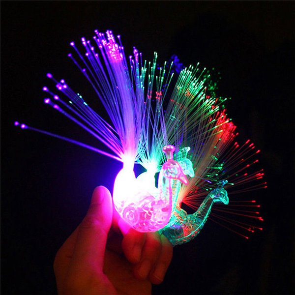 3 colores Peacock Finger Light Up Ring Laser LED Party Rave Favors Glow Beams Peacock Night Light AAA257