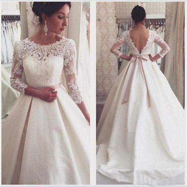 wangli063 / Vestidos de novia sin espalda de encaje de satén con cuentas 3/4 Mangas largas Corte tren Marfil Drapeado Cristal Sash Vestidos de novia