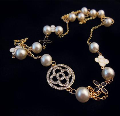 Top designer brand necklace four-leaf clover rhinestone pearl letter pendant chain luxury jewelry accessories fast delivery