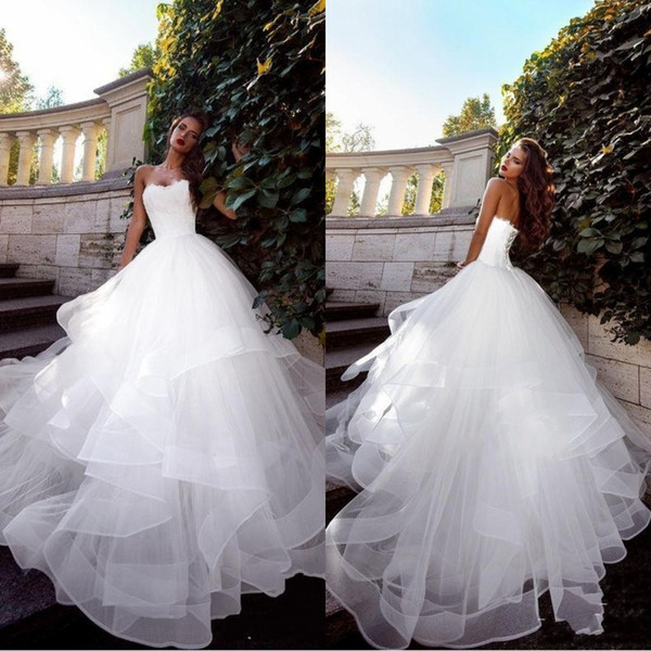 2018 Gorgeous Fall Strapless vestido de novia White Wedding Dresses Ruched Tulle Sweep Train Corset Lace-Up Back Simple Bridal Gowns BA9911