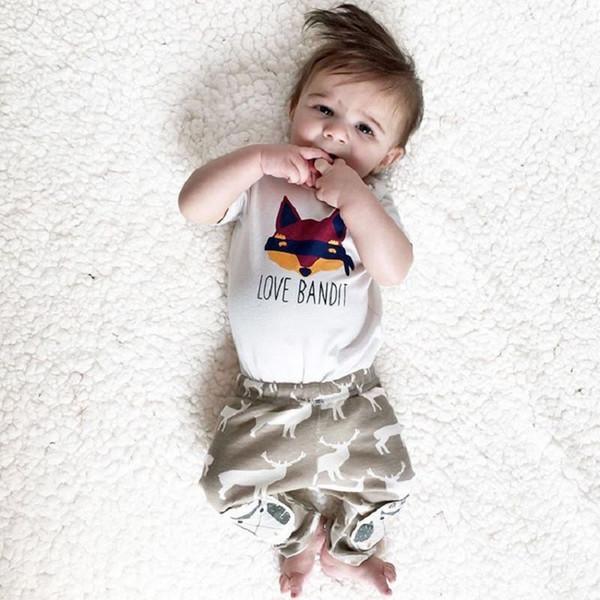T-shirt con stampa di volpe di cotone per bambini nuovi + due pezzi di pantaloni con stampa cervo