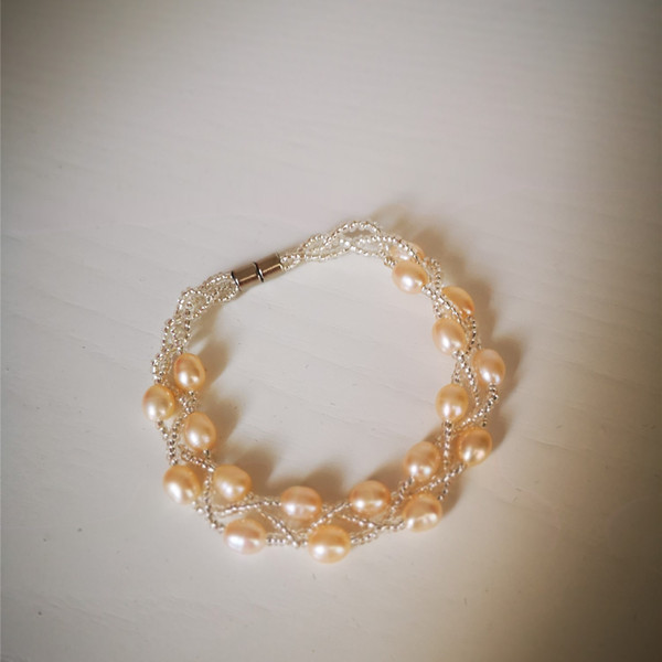 Nueva pulsera de perlas de moda de diseño para mujeres hermosa perlas de agua dulce natural cadena de mano dos capas de cadena de perlas jewerly