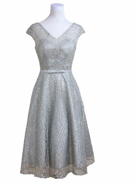Elegant 2019 V-neck Women Knee Length Evening Dresses Shining Sequins Backless Lace Up Mother Dresses of Brides Capped Sleeves Sash Bow Prom