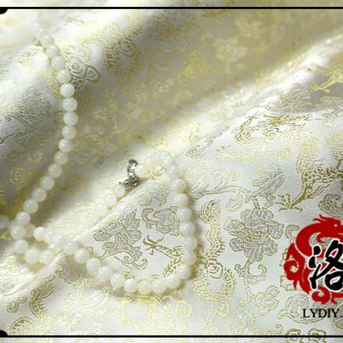 Dragon d'or fond blanc