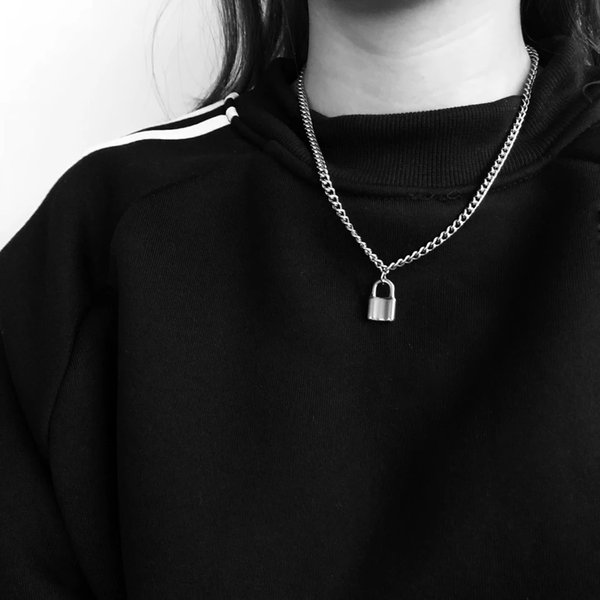 Key Locks Retro Necklace Collar circular Europa y Estados Unidos Wind Contracted Joker Personality Hollow Clavicular Chain