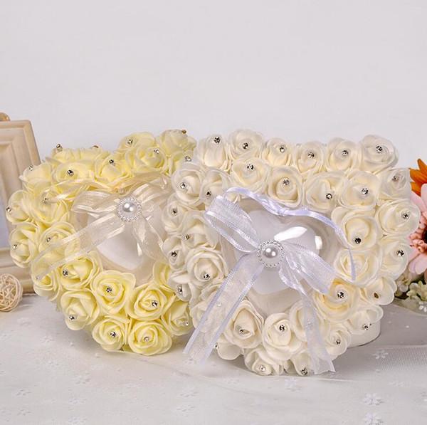 Nueva Stlyle Almohada para el anillo nupcial europeo En forma de corazón Caja del anillo con el anillo de bodas de diamante Ajuste Adorno Caja de decoración de encaje