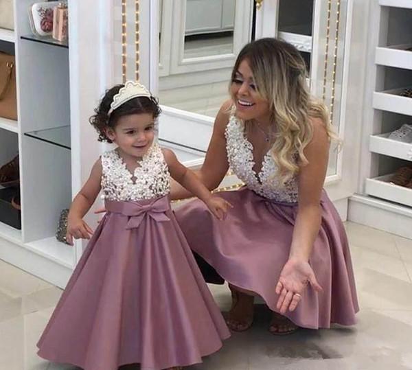 2019 Prinzessin Günstige Schöne Nette Blumenmädchenkleider Satin Mutter und Tochter Kleinkind Lange Hübsche Kinder Erstkommunion Kleid