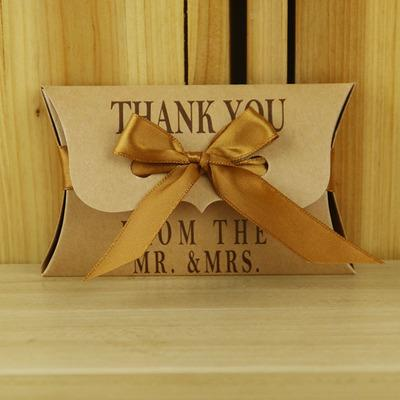 Elegant New Wedding Favors Party Gift Boxes Kraft Paper Pillow Shape with Letters and Ribbon Decor Birthday Candy Boxes for Guest