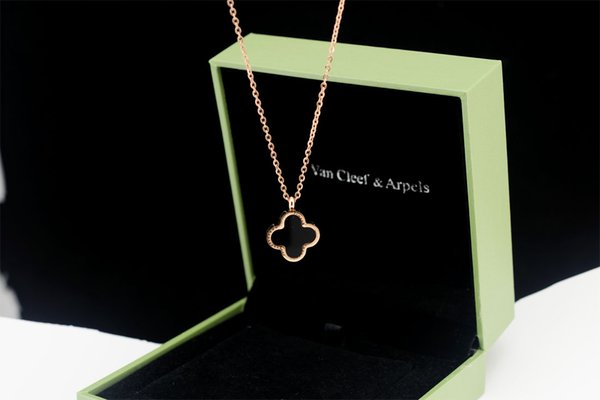 Quality Celebrity design Clover necklace Metal Opal Pendant necklace Jewelry With Box