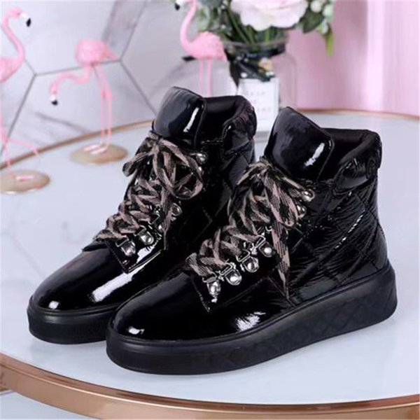 White Red Black Pleated Patent Leather Ankle Boots Women 2018 Autumn Winter Lace up Round Toe Flat Martin Boots Woman Booties Drop Shipping