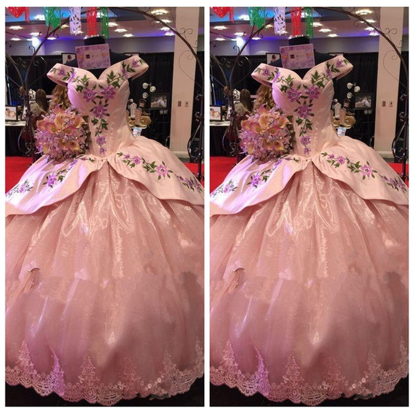 2018 Beautiful Pink Lace Appliques Quinceanera Dresses Embroidery Masquerade Gowns Off Shoulder Fashion Sexy Special Occasion Prom Gowns