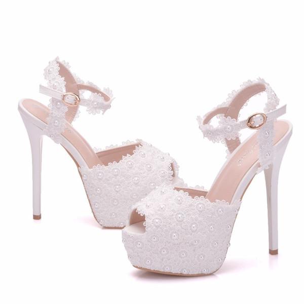 Yeni beyaz dantel çiçekler toka kadınlar için peep toe ayakkabı yüksek topuklu moda stiletto topuk düğün ayakkabı Platformu inciler Gelin ...