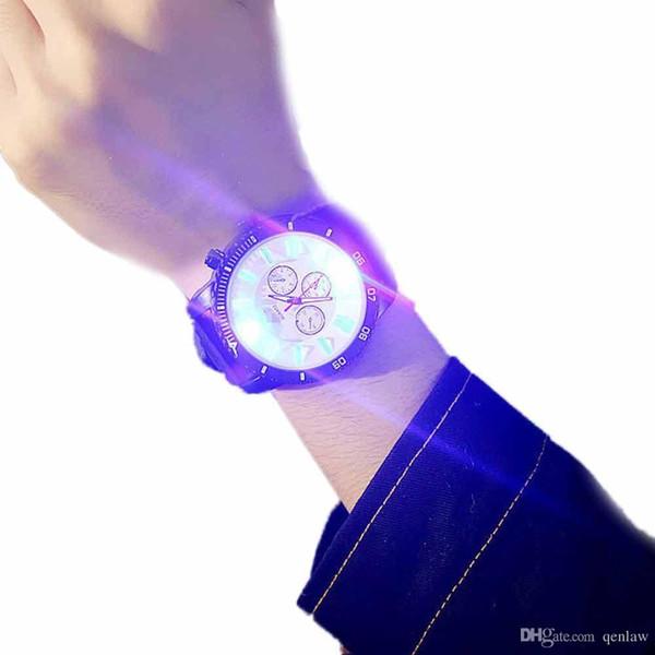 Orologi da uomo Lover's Commemorate Watches Regalo LED Flash Fashion Uomo Donna Pelle cinturino analogico al quarzo Vogue