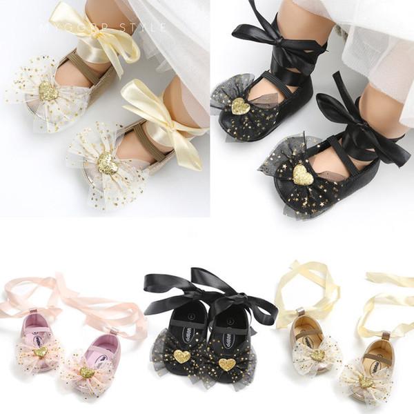 2018 последние Детская одежда прекрасный малыш новорожденных девочек мальчиков обувь Детская кроватка обувь блестками лук цветочные скольжения на Кружевной ремень 0-18 м