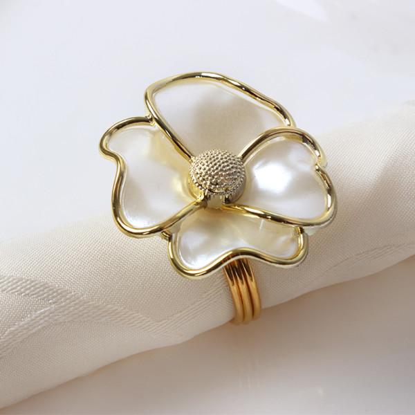 50pcs / lot anello di tovagliolo di moda fiori bianchi portatovagliolo hotel bella fibbia decorazioni da tavolo di nozze