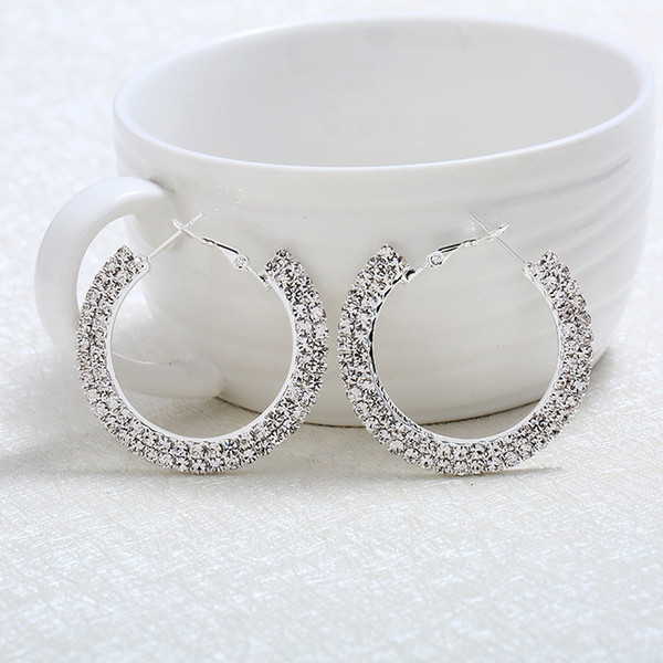 4 colori elegante ciondola l'orecchino a cerchio, l'orecchino con perno a sfera rotondo, gli orecchini con orecchini a cerchio strass traforato per le donne 1 paio