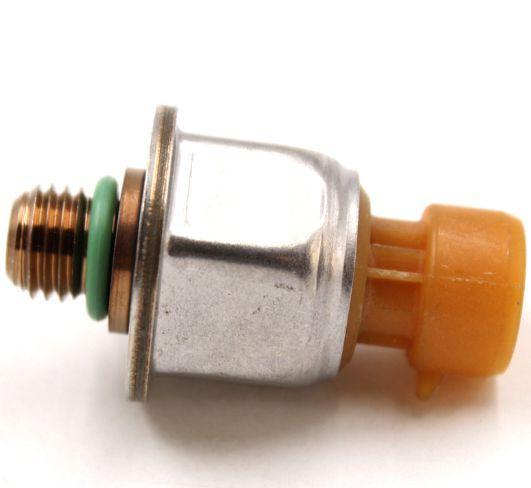 2pcs nouveau capteur de pression de carburant 1845428C92 04-07 6.0L Pour Ford Powerstroke 1845428C92 4C3Z9F838A OEM 3PP6-12 Auto Parts meilleure qualité