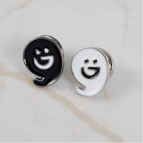 Emoji Broş Pins Unisex Takı Metal Siyah Beyaz Boyama Büyük Hediye Fikir Gülümseme Yüz Pin Broşlar