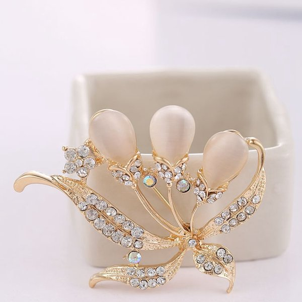 2018 New arrival women lady fashion jewelry alloy leaves crystals diamond pins flower brooch Christmas festival gift love