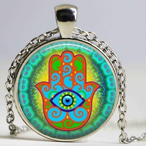 Collana di cabochon in vetro di arte all'ingrosso Collana di vetro di Hamsa Ciondolo colorato a mano di Hamsa Collana con amuleto Immagine regalo per una donna
