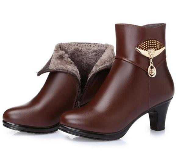Venta caliente 2018 nuevas botas de moda elegante zapatos de invierno mujer botas de metal decoración tacones altos botas de nieve de felpa zapatos de cuero genuino