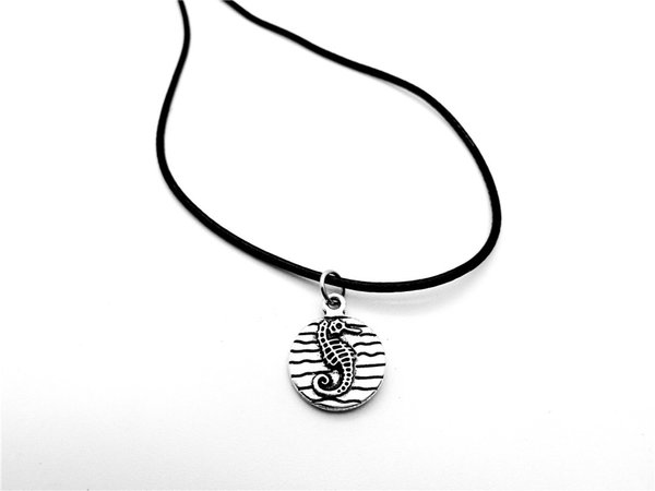 5PCS Cute Baby Hippocampus in Water Wave Necklace Pendant Animal Marine Abalone Sea Shell Seahorse Necklace Ocean Beach Jewelry