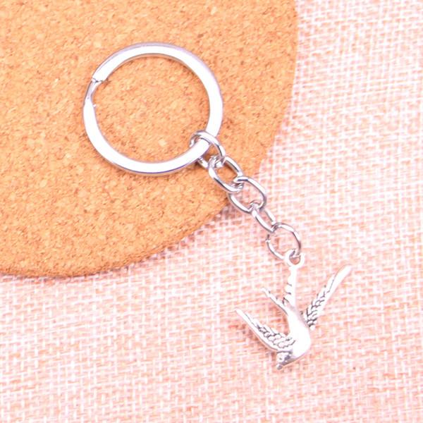 Mode 28mm Schlüsselanhänger Metall Schlüsselanhänger Schlüsselanhänger Schmuck Antikes Silber Überzogener fliegender Schwalbenvogel 26 * 25mm Anhänger